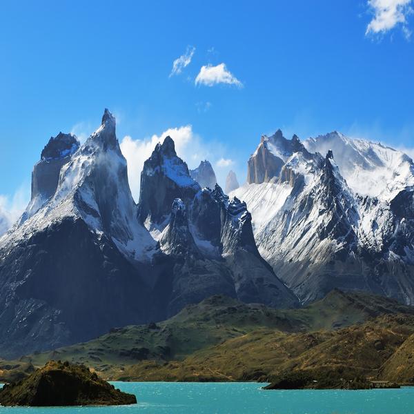 Das Bild zeigt kantige Berge in Chile.