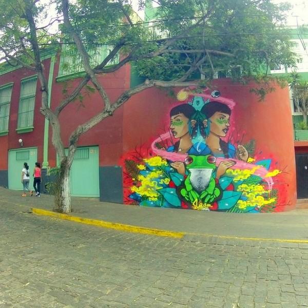 Fresque murale sur la façade d'une maison de Lima
