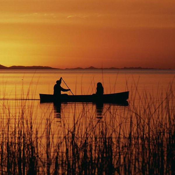 Coucher de soleil sur le lac Titicaca depuis l'île de Suasi