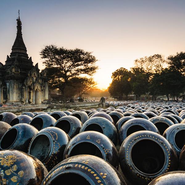 Das Bild zeigt Tongefäße in Myanmar.