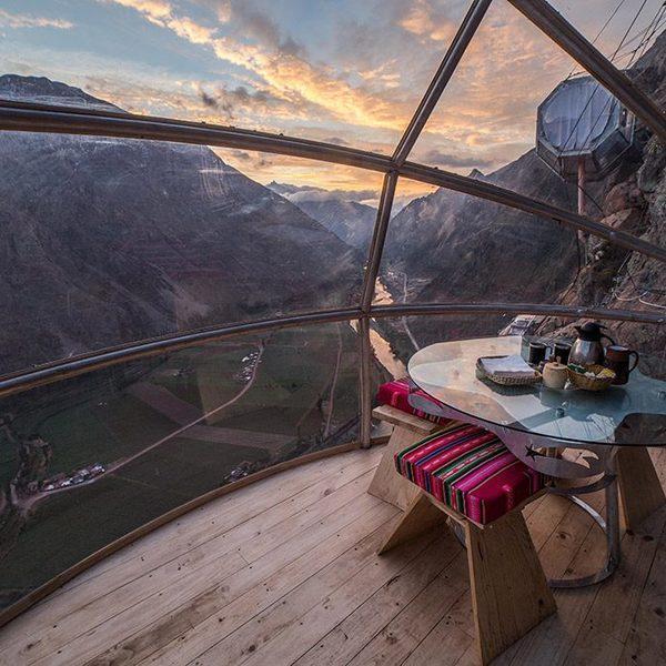 L'intérieur du Skylodge avec vue sur la Vallée sacrée des Incas