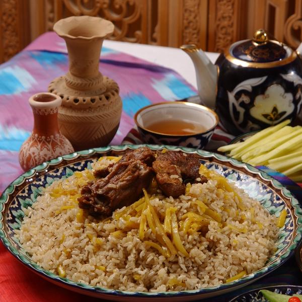 Une assiette de Plov, plat traditionnel ouzbek