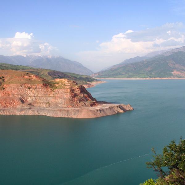 Vue sur le lac Tcharvak