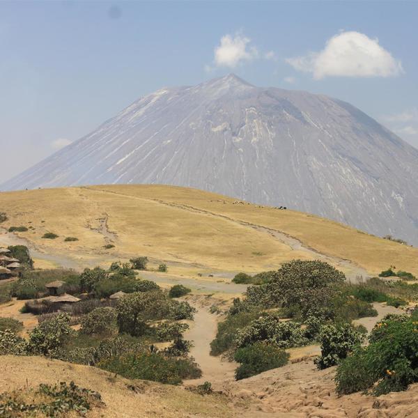 Volcán activo por el Gran Valle del Rift Africano