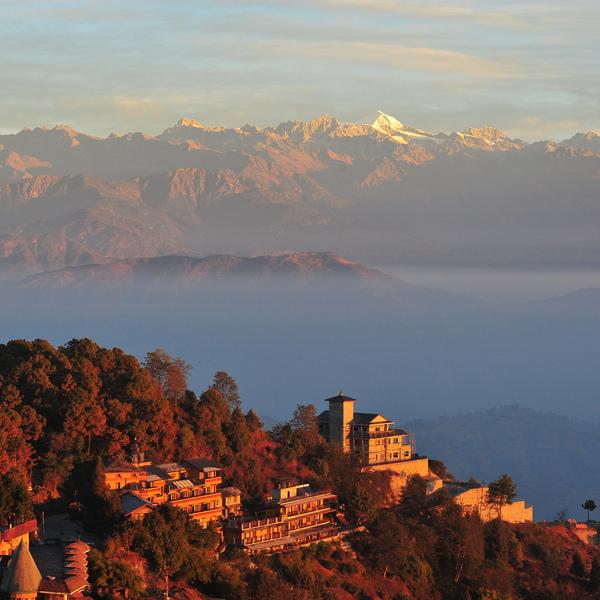 Les toits du village de Nagarkot avec l'Everest à l'horizon