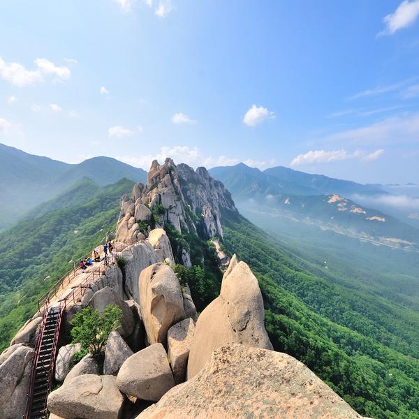 Crête rocheuse dans le parc de Seoraksan