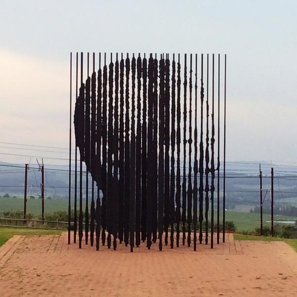 Monument en acier en l'honneur de Nelson Mandela