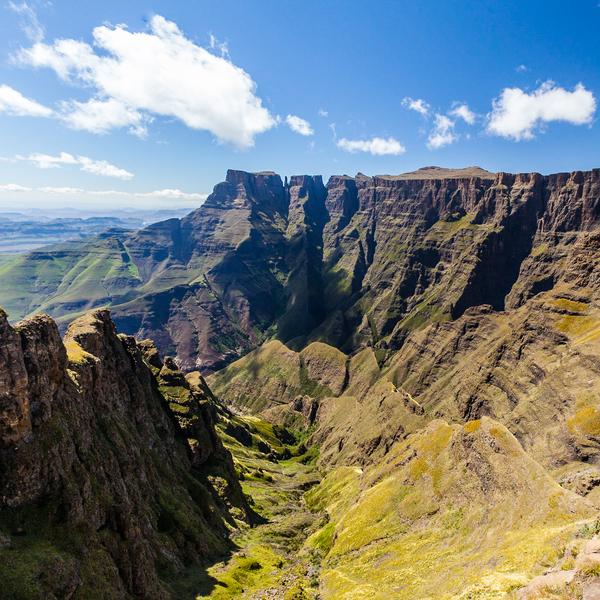 Vue panoramique sur le montagnes Drakensberg