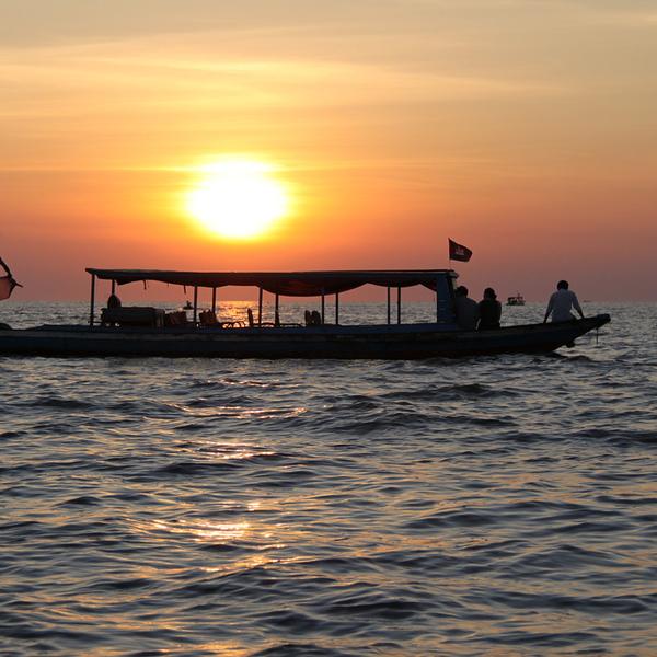 Coucher de soleil sur le lac Tonlé
