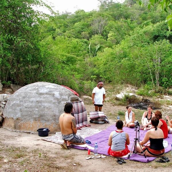 Traditionelles Shamanen-Ritual im Temazcal, zur spirituellen Reinigung von Körper und Seele