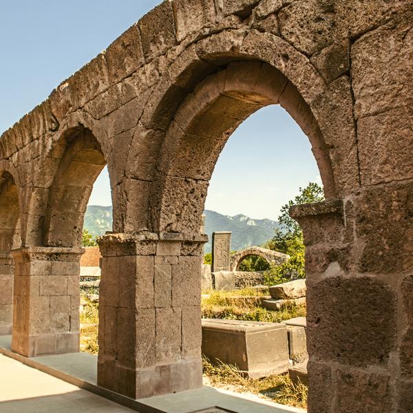 Das Bild zeigt die Überreste der Stadt Odzun.