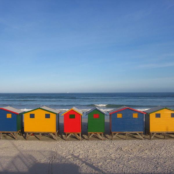 Cabanes de plage multicolores