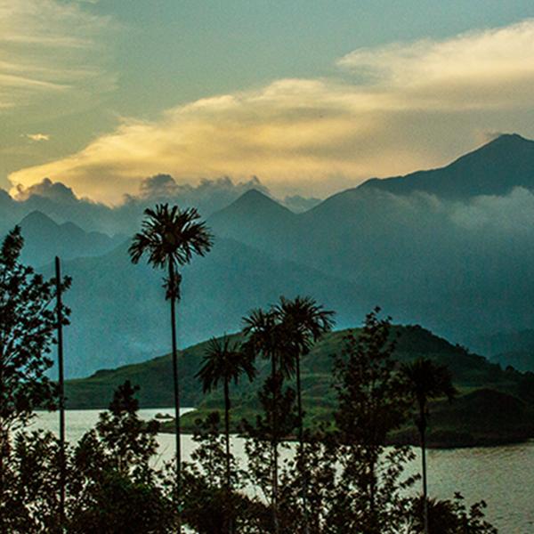 Indien ist nicht nur Großstadt mit Menschenmassen, sondern auch vielseitige Natur und atemberaubende Landschaften.