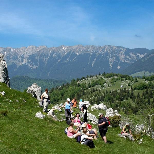 Un groupe de randonneurs dans le parc national de Piatra Craiului