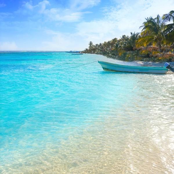 Das Bild zeigt einen Strand in Mexiko.