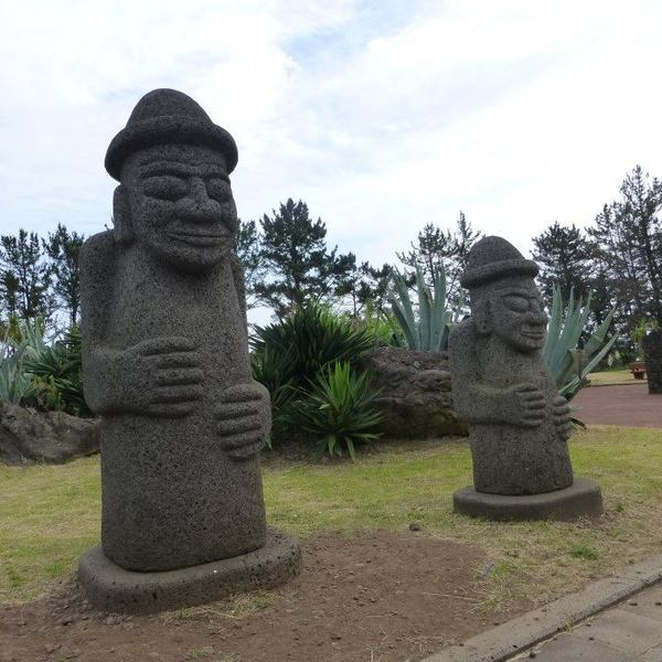 Statues anthropomorphes de l'île de Jeju