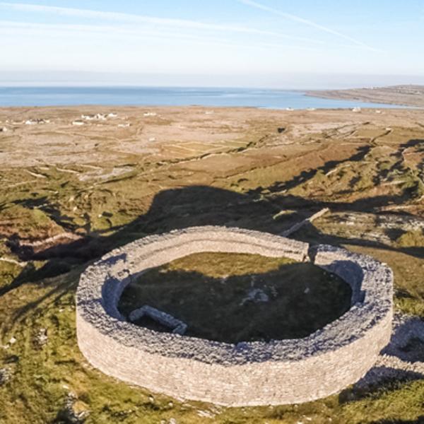 Die Aran-Inseln beherbergen mystische Plätze und sind Entstehungsort vieler irischerer Traditionen.