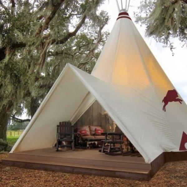 Tipi du Westgate River Ranch Resort, parc d'attractions situé en Floride sur le thème Western.