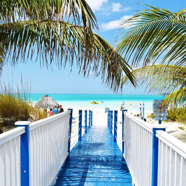 Camino a la playa de Cuba
