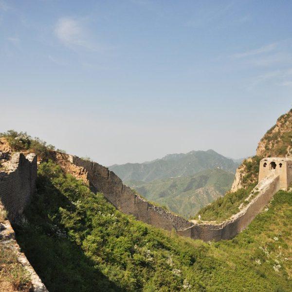 Vue sur la muraille de Chine le long d'une crête