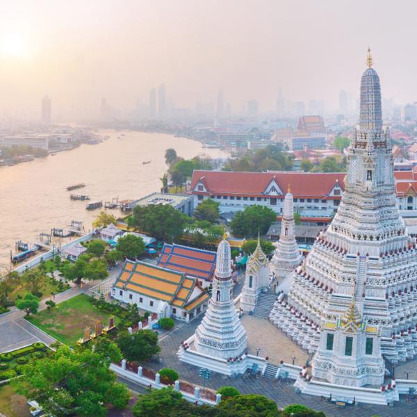 Das Bild zeigt Wat Arun Ratchawaram Ratchaworamawihan.
