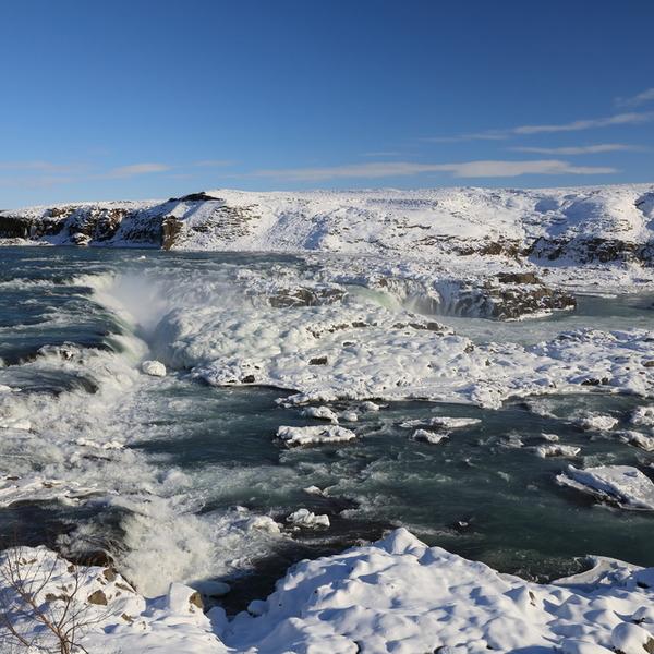 Das Bild zeigt eine Winterlandschaft in Island.