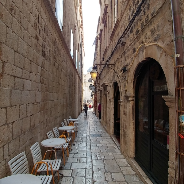 Streets of Dalmatian towns animated by cafes and bistros