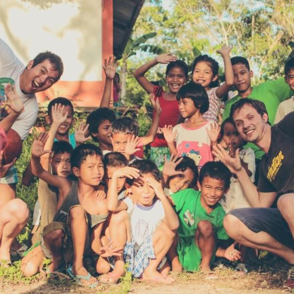 Arrive as a tourist and leave as family! Erlebe wahre Gastfreundschaft in einem unserer Partnerdörfer auf Bohol.