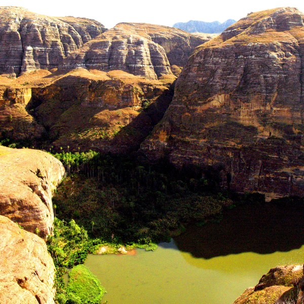 Vue sur une vallée du massif de l'Isalo