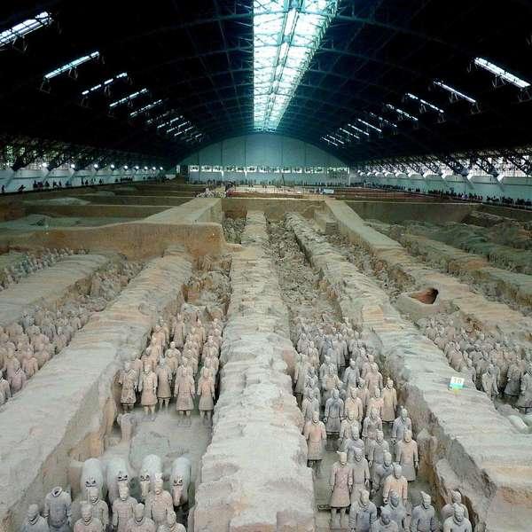 Vue intérieure du musée abritant les statues de soldat en terre cuite