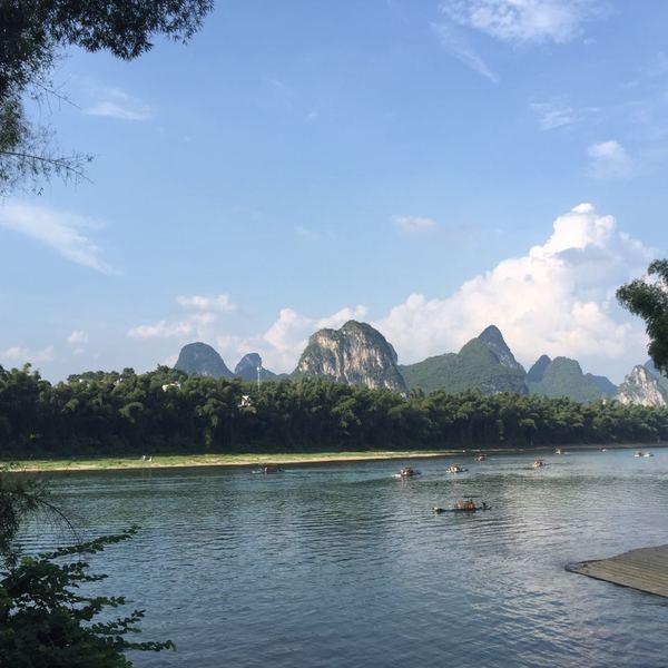 La rivière Li et les montagnes karstiques au loin