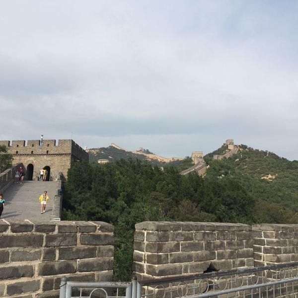 La muraille de Chine serpentant sur les crêtes