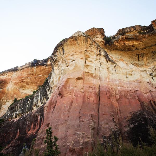 Das Bild zeigt den Mushroom Felsen auf dem gleichnamigen Wanderweg im Golden Gate Nationalpark