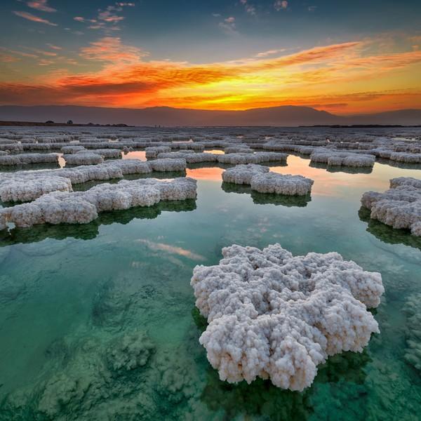 Sale sulla spiaggia del Mar Morto