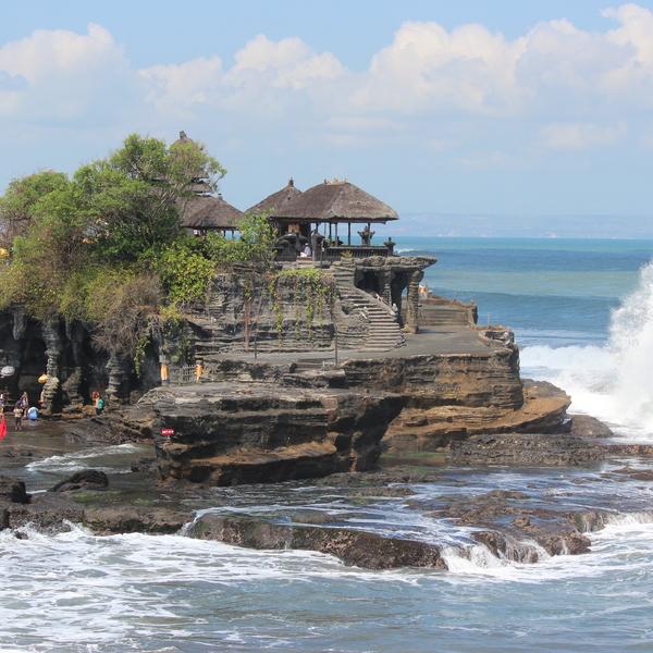 Das Bild zeigt den Tanah Tempel.