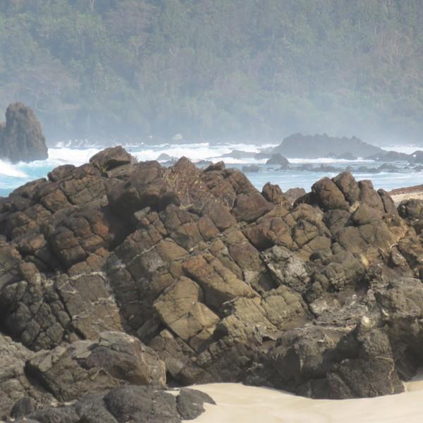 Das Bild zeigt die Südküste Indonesiens.