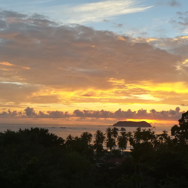 Das Bild zeigt einen Sonnenuntergang.