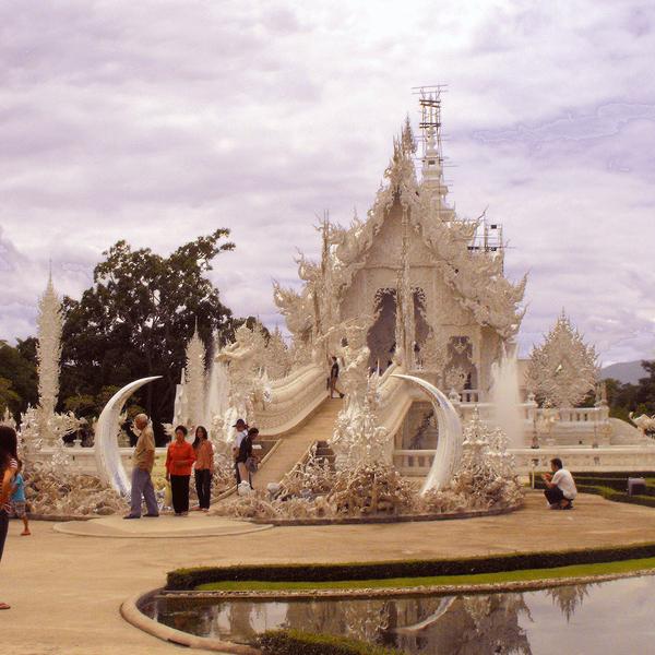 Le Wat Rong Khun, temple moderne entièrement blanc