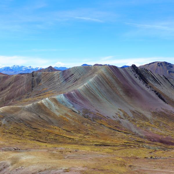Das Bild zeigt die Rainbow Mountains in Palccoyo.