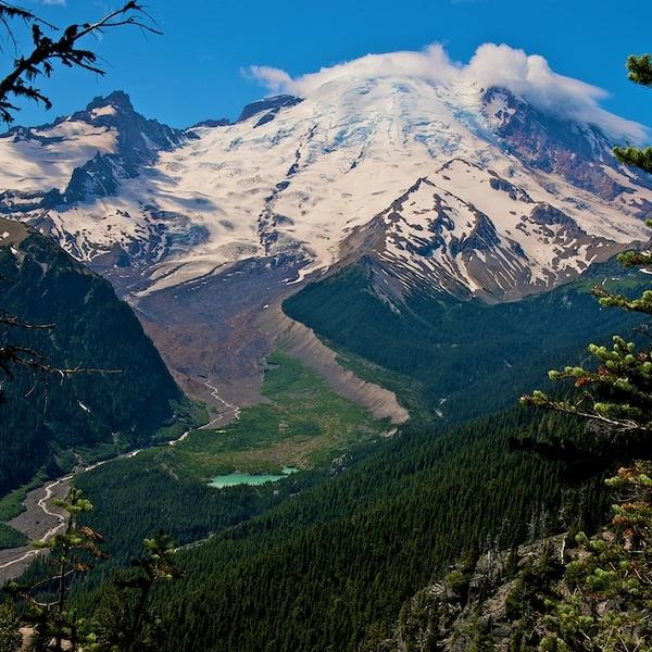 Vue du volcan Mount Rainier enneigé