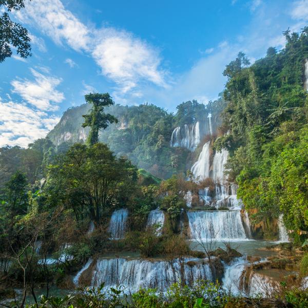 Das Bild zeigt einen Wasserfall.
