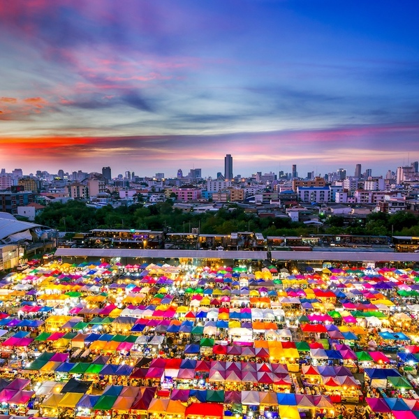 Vue aérienne sur Bangkok et ses marchés