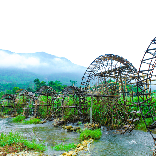 Les roues hydrauliques entre montagnes et rizières