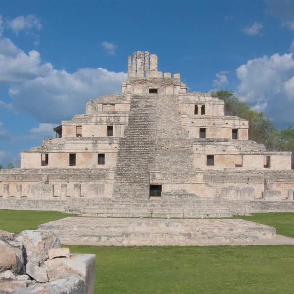 Das Bild zeigt die Archäologische Zone Edzná.