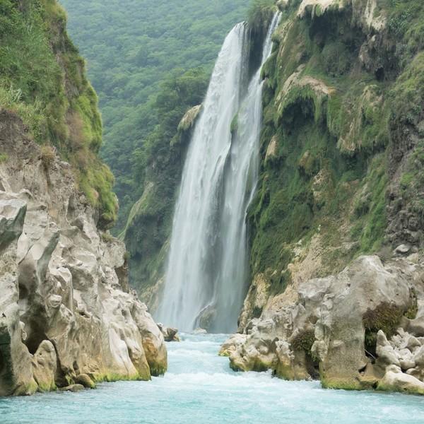 Das Bild zeigt den Wasserfall Tamul im Bundesstaat San Luis Potosí.