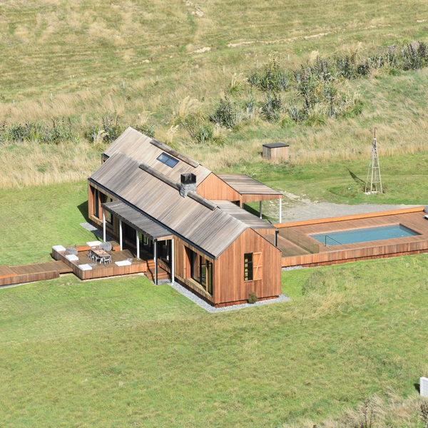 Maison de plage en bois avec piscine